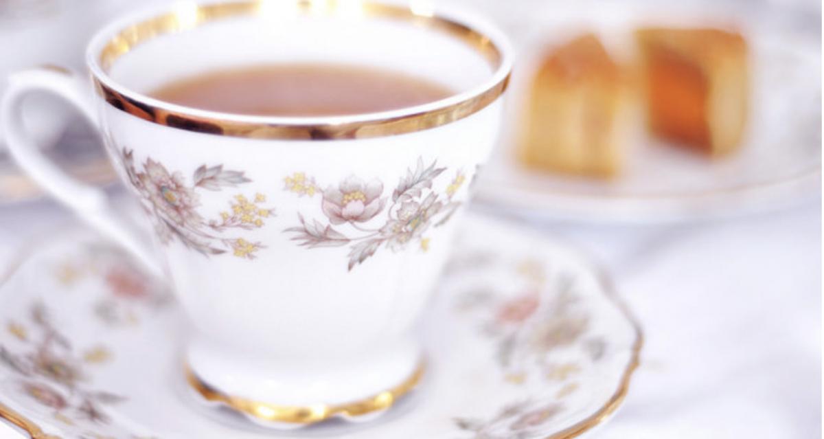 Koningin Elizabeth brengt thee naar klusjesman